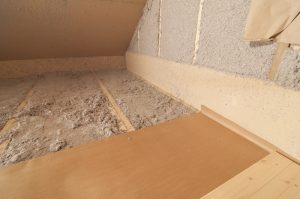 cellulose-insulation-in-attic-corner